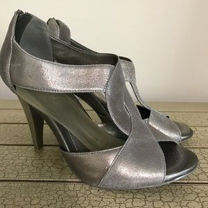 Kenneth Cole REACTION Silver Open Leather Heels